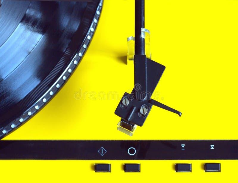 Plataforma giratória com fim da opinião superior de registro de vinil acima fotografia de stock