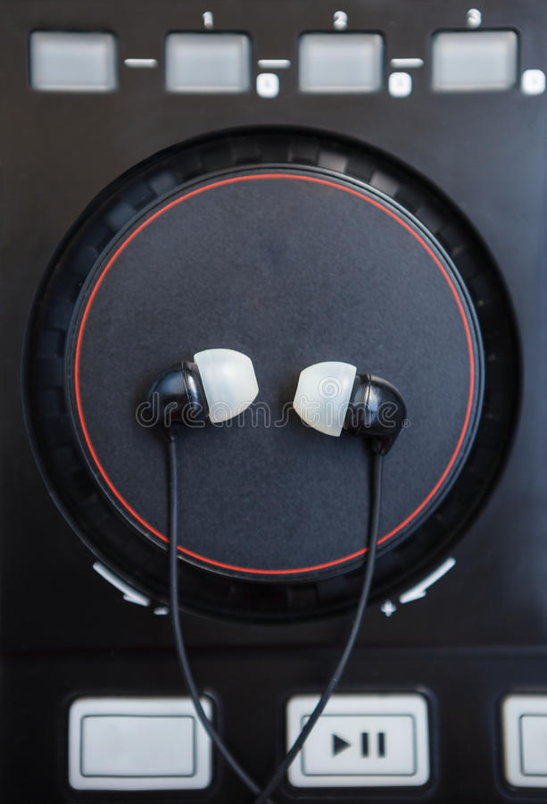 Plataforma giratória de mistura sadia profissional do controlador do DJ midi foto de stock royalty free