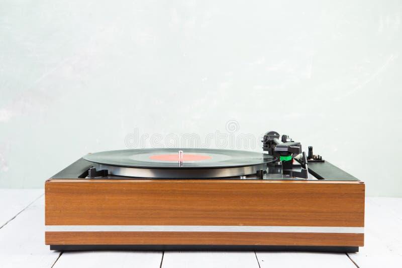 plataforma giratória do jogador de música do vintage com lp fotografia de stock