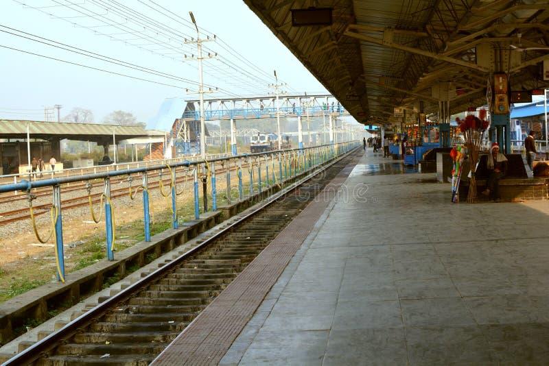 Plataforma indiana da estação de trem fotografia de stock