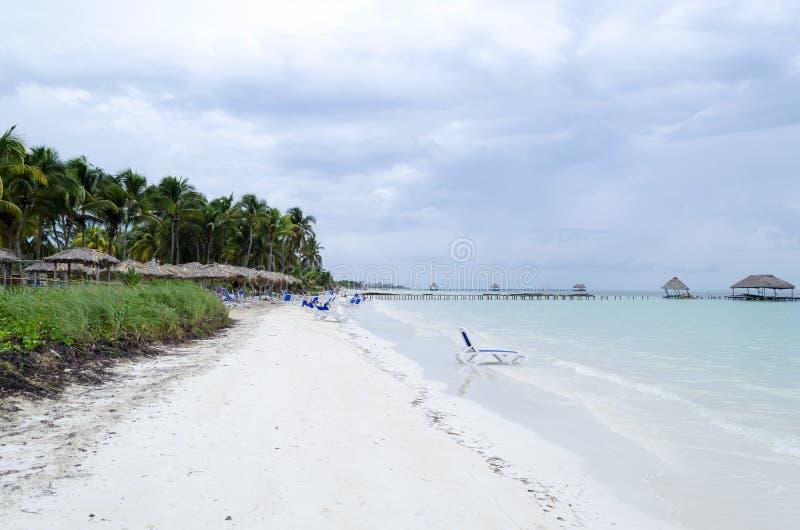 Plataforma na praia imagem de stock