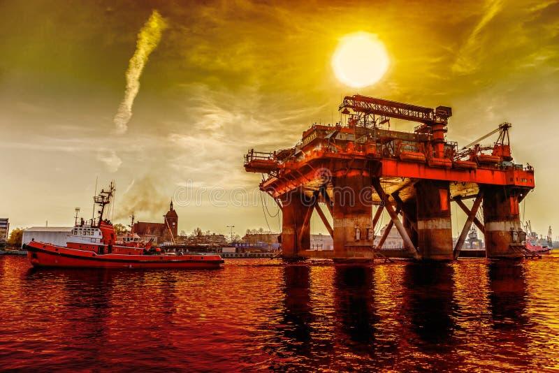 Plataforma petrolífera do reboque imagens de stock royalty free