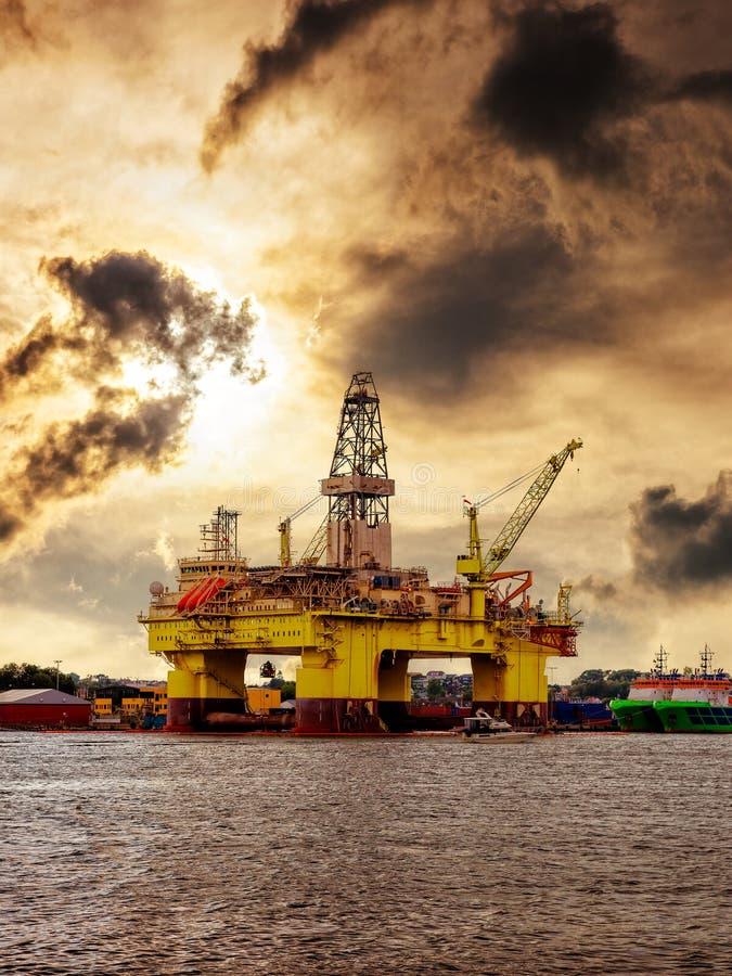 Plataforma petrolífera em Noruega foto de stock