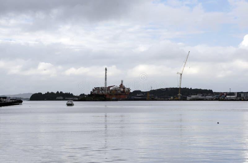 Plataforma petrolífera no Mar do Norte fotografia de stock