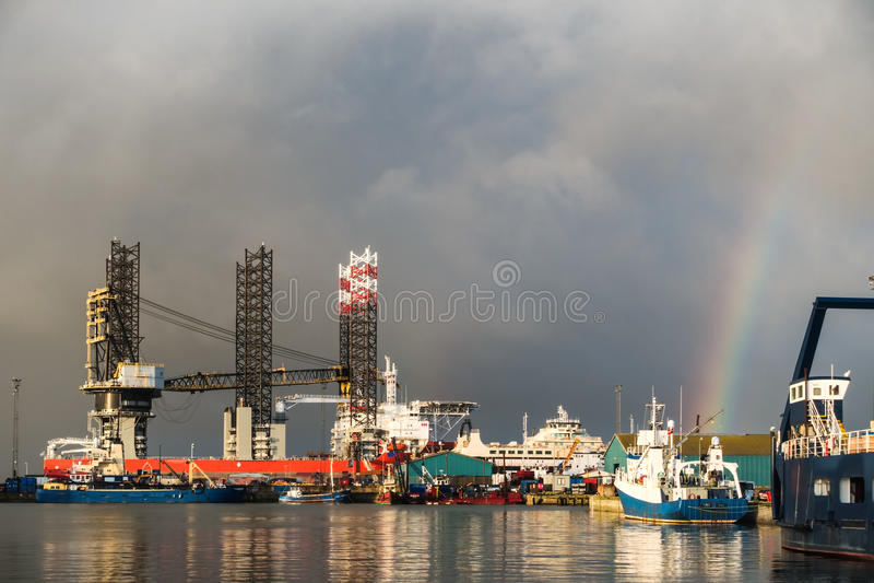 Plataforma petrolífera no porto de Esbjerg, Dinamarca imagem de stock royalty free