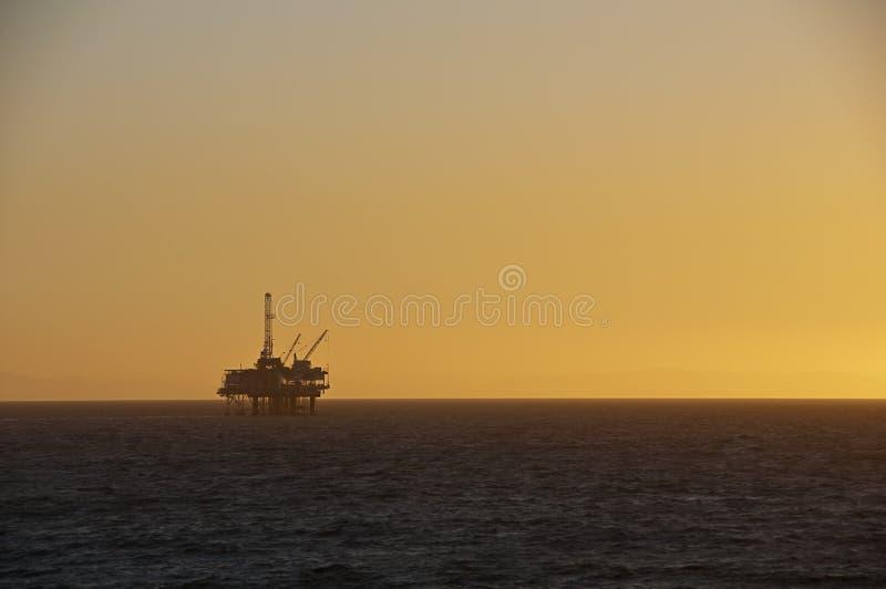 Plataforma petrolera. imagenes de archivo