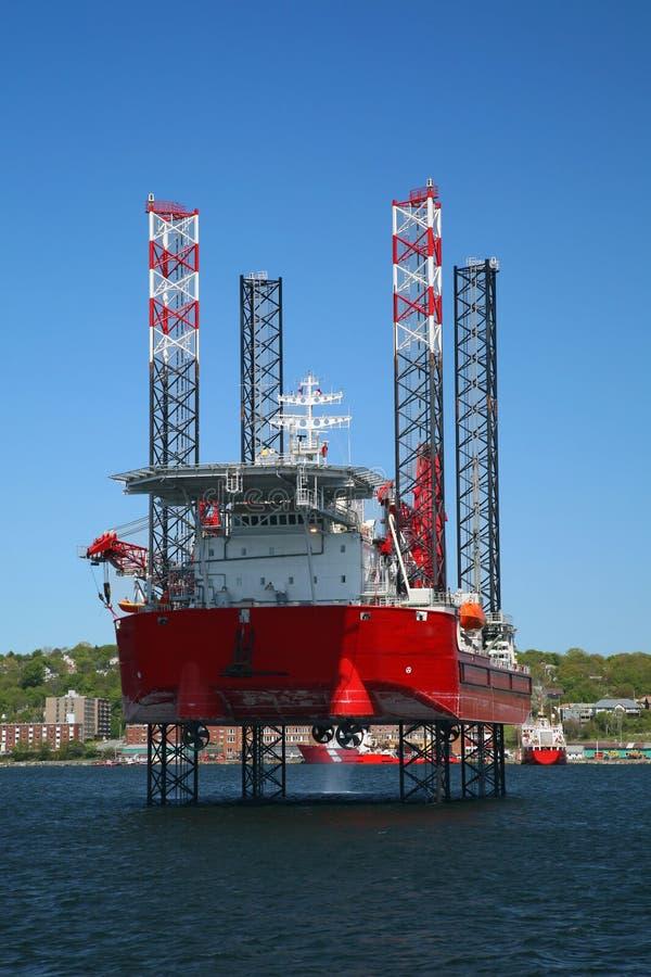 Plataforma petrolera costa afuera imagen de archivo libre de regalías