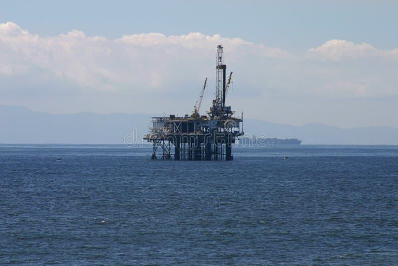 Plataforma petrolera costa afuera fotografía de archivo
