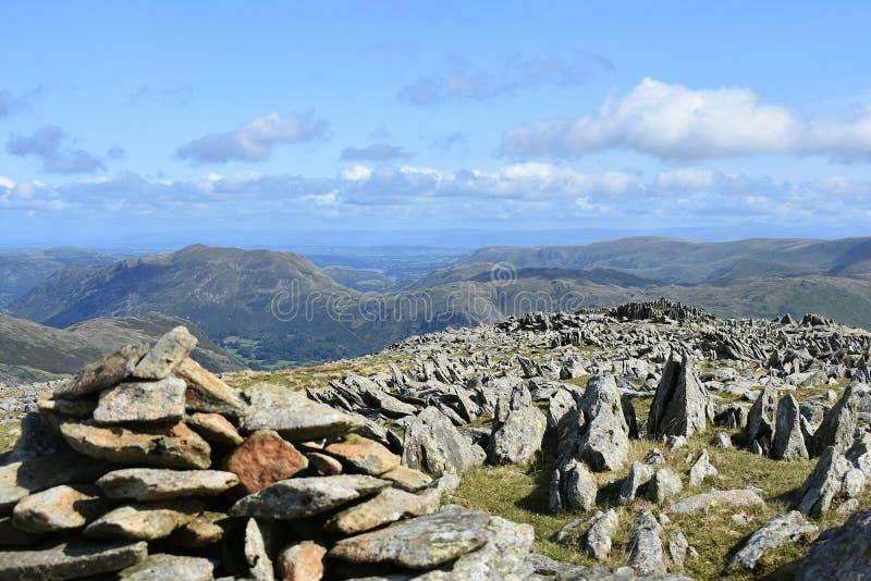 Plataforma rochoso pelo monte de pedras fotografia de stock