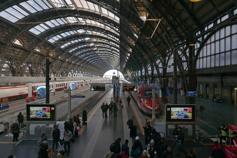 Plataformas de Milan Central Station fotografia de stock royalty free