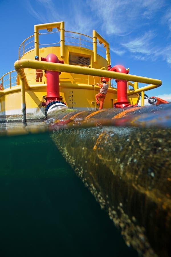 Plataformas de transferência do petróleo e gás foto de stock royalty free
