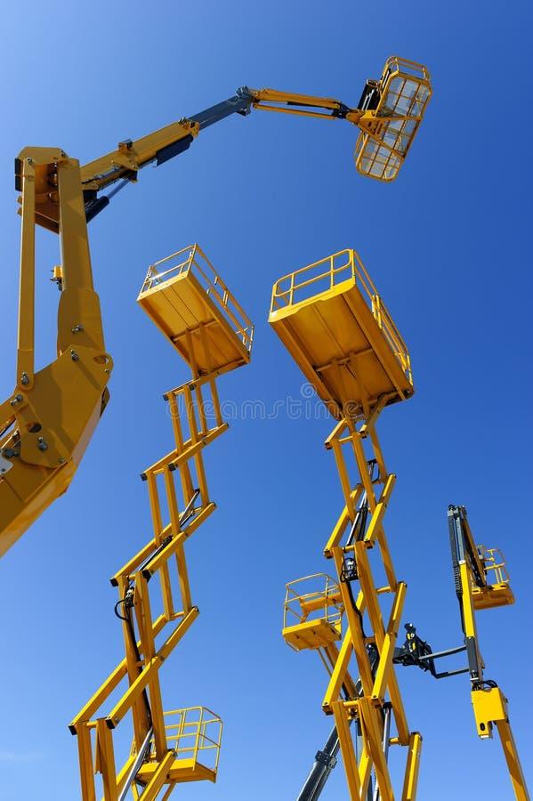 Plataformas do elevador da construção imagens de stock