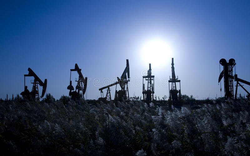 Plataformas petroleras imágenes de archivo libres de regalías