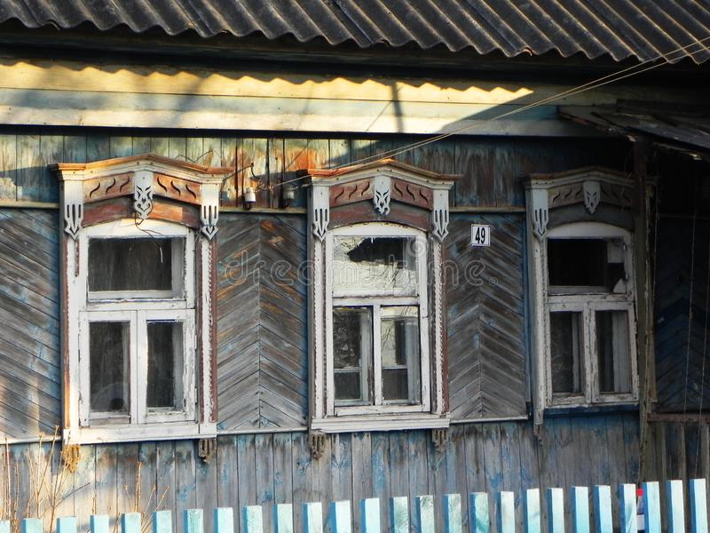 Platbands w starej wiosce, Rosyjska wioska w głąb lądu Rosja, zdjęcie stock