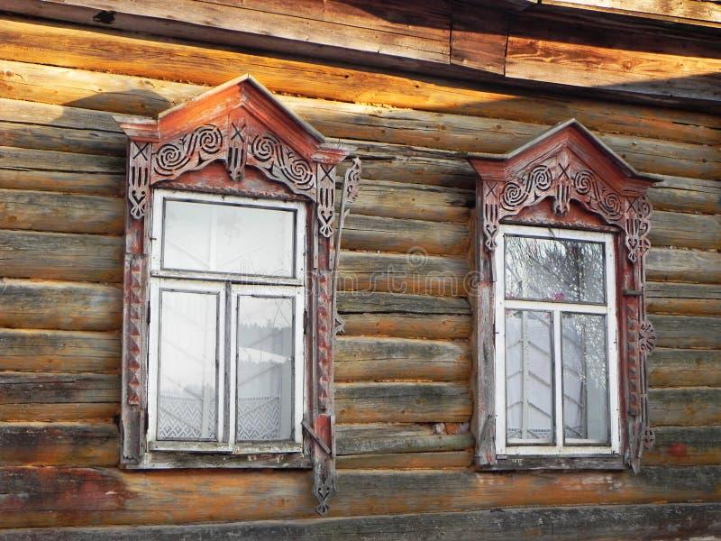 Platbands w starej wiosce, Rosyjska wioska w głąb lądu Rosja, zdjęcie royalty free
