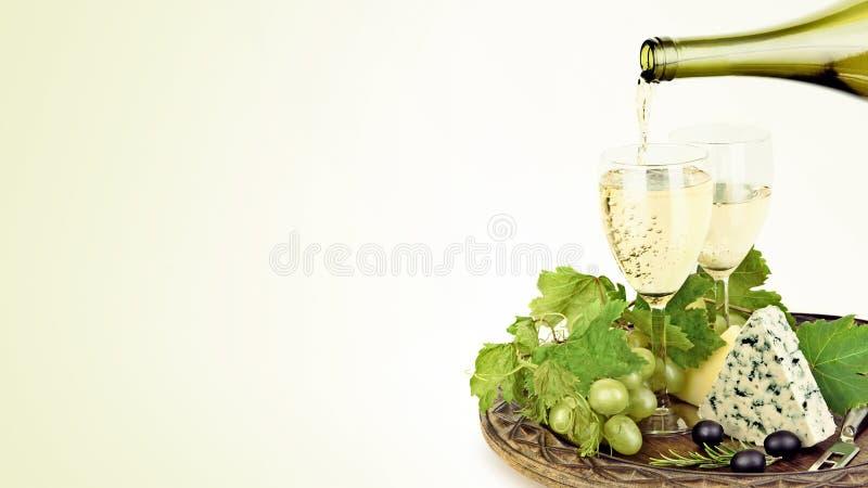 Plate de vin et de fromage image libre de droits