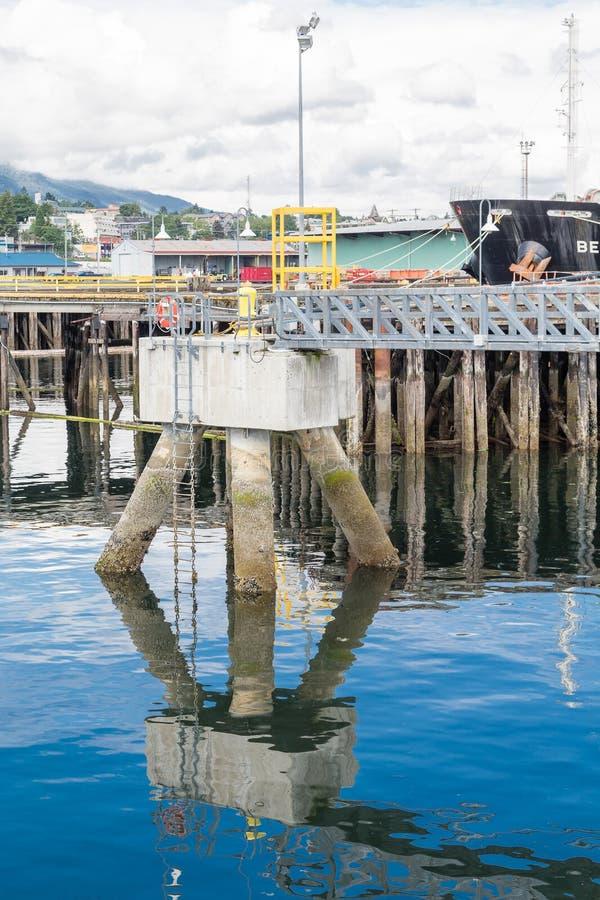 Plate-forme d'amarrage dans le port de Nanaimo photographie stock