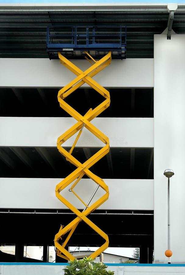 Download Plate-forme de ciseaux image stock. Image du niveaux, construction - 745667