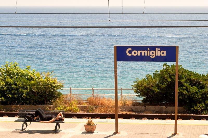 Plate-forme de gare ferroviaire de Corniglia photo stock