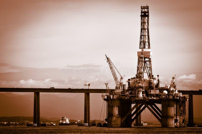 Plate-forme de pétrole sur la baie de Guanabara photographie stock libre de droits