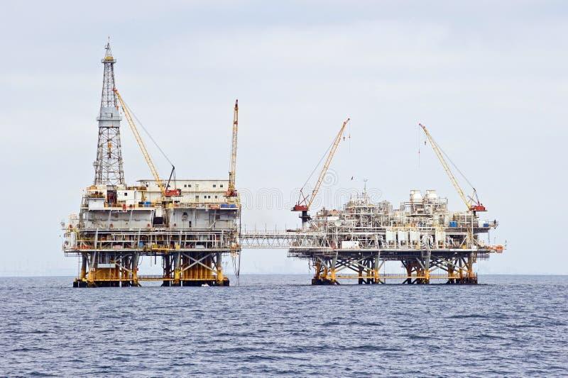 Plate-forme de perçage de pétrole marin photos stock