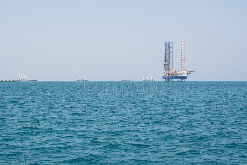 Plate-forme de perçage de plate-forme pétrolière dans le grand océan pacifique image stock