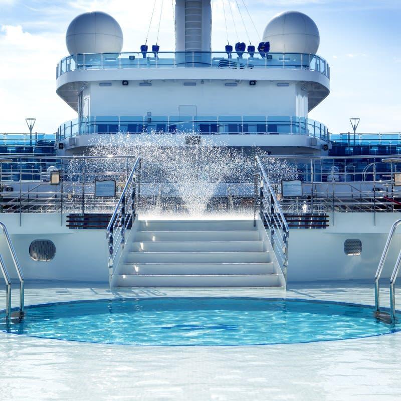 Plate-forme de piscine de bateau de croisière image libre de droits