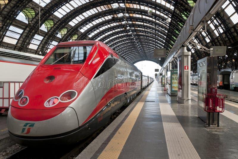 Plate-forme de station de train de Milan Centrale image libre de droits