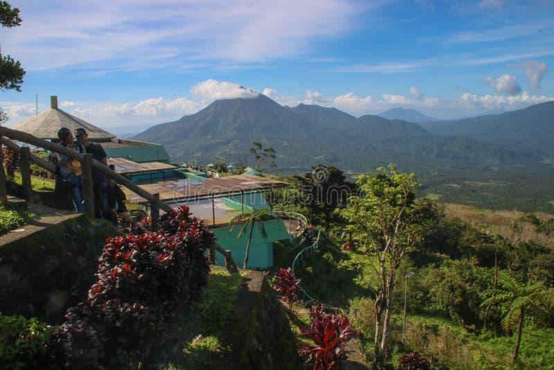 Plate-forme de vue d'horizon de Mayon images stock