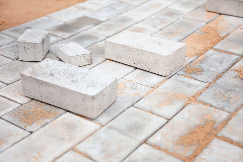 Plate-forme en construction des briques photographie stock libre de droits