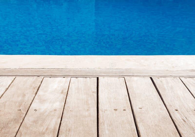 Plate-forme près de la piscine images libres de droits