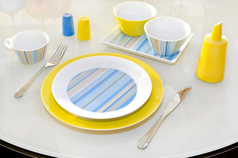 plate yellow royaltyfri bild