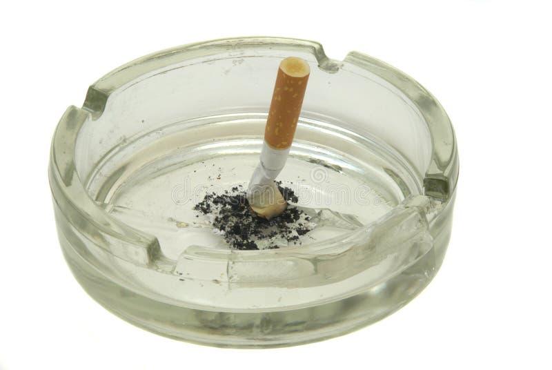 plateau de cigarettes de cendre photographie stock