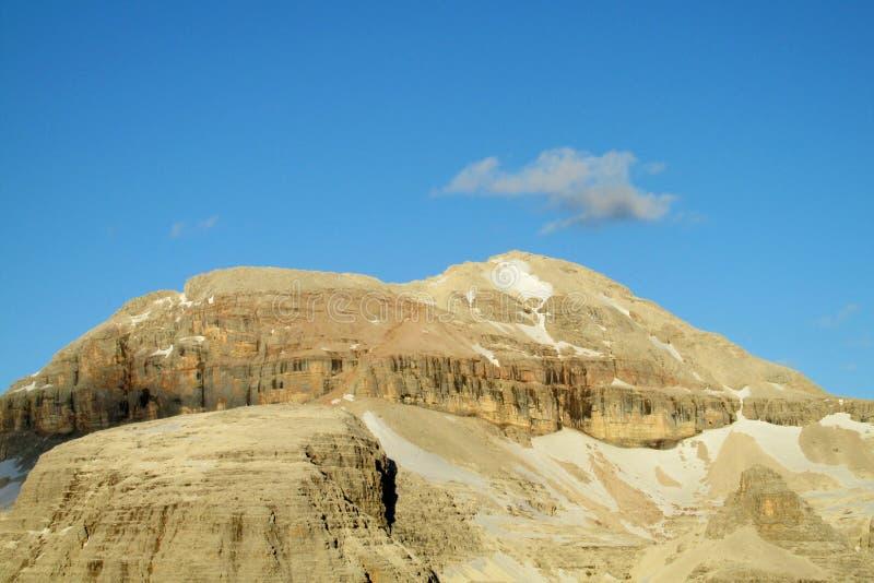 Plateau de dessus de montagne rocheuse sur la lumière du soleil photo stock