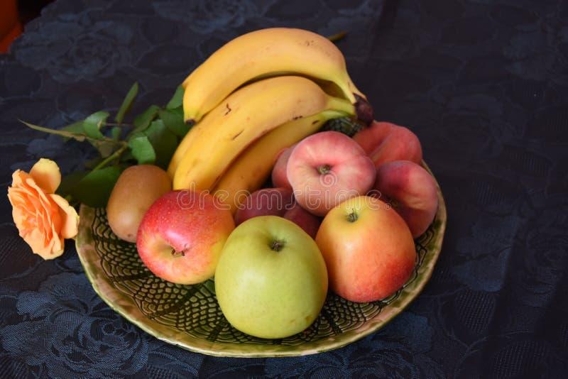 Plateau de fruit image stock