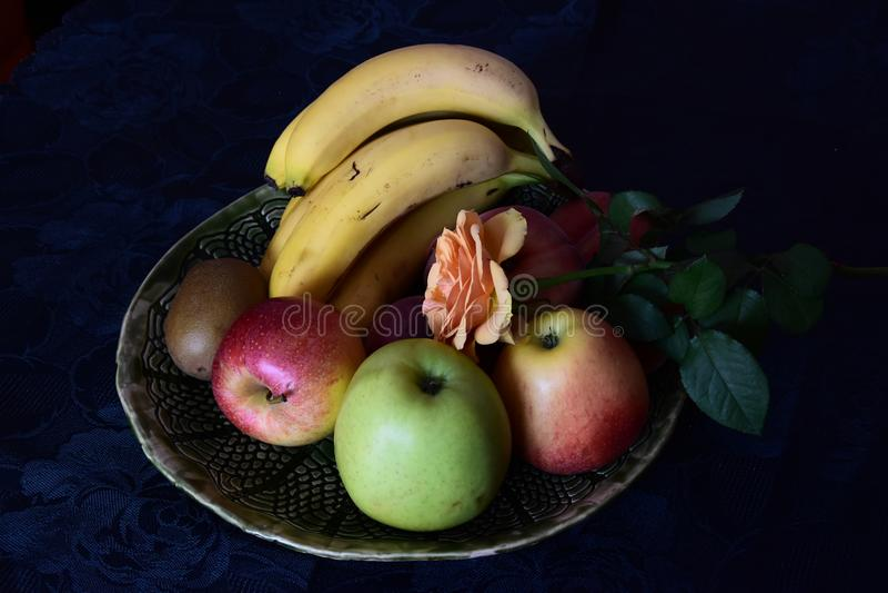Plateau de fruit photos stock