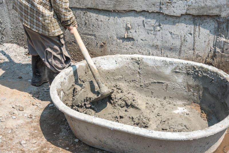 Plateau de mélange de béton et de plâtre image stock