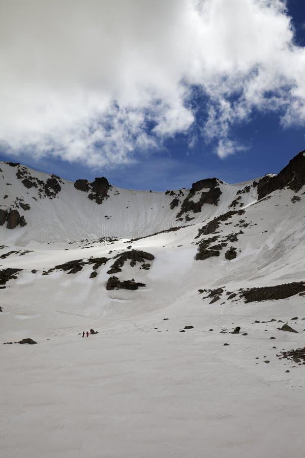 Plateau de Milou, passage de haute montagne et ciel ensoleillé bleu avec des nuages image stock