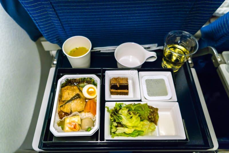 Plateau de nourriture sur l'avion photo stock