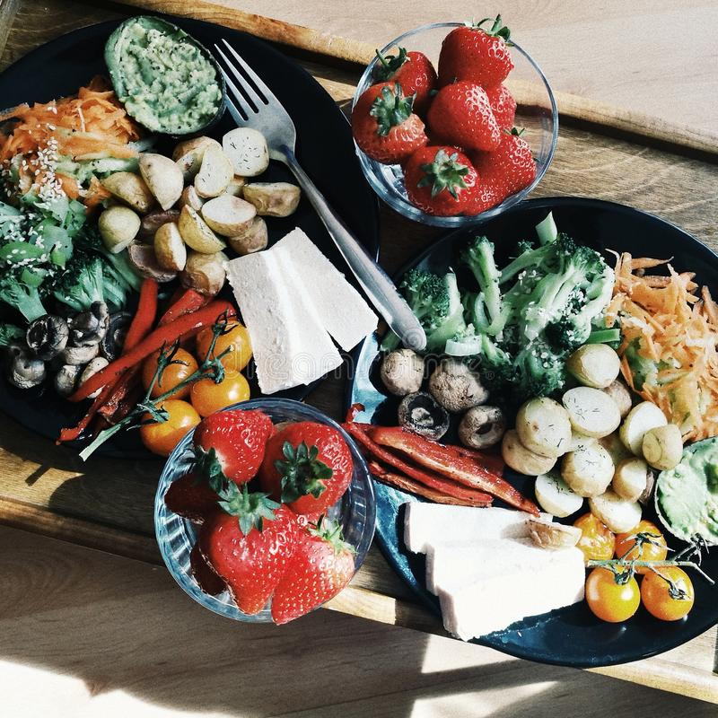 Plateau de petit déjeuner, petit déjeuner sain photo libre de droits
