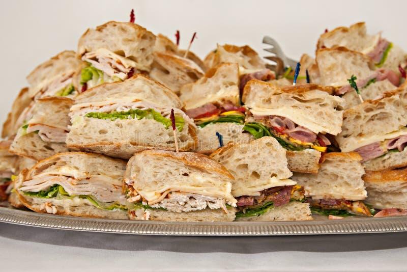 Plateau des sandwichs à épicerie photographie stock