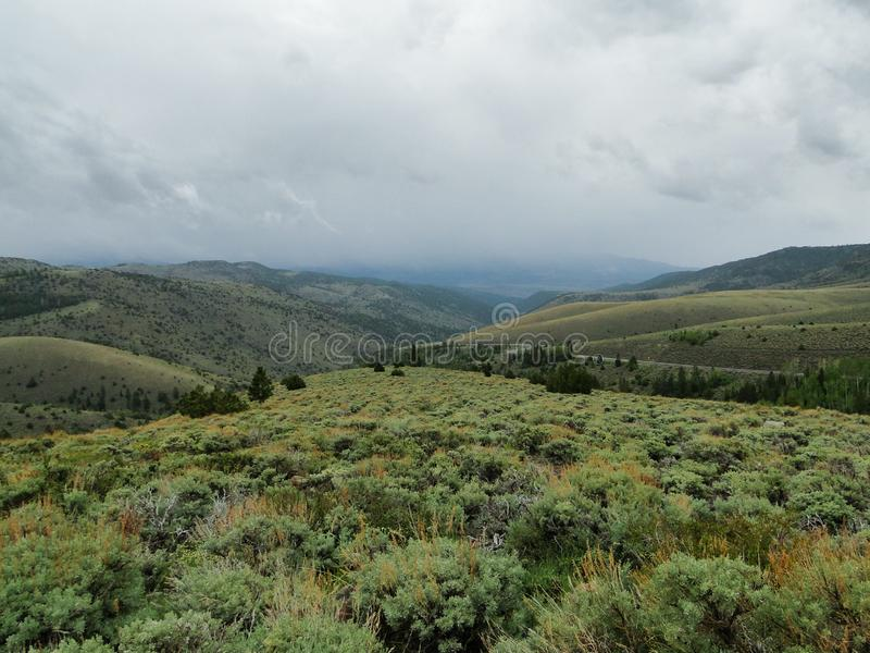 Plateau e Stream Valley Com Antigos Terráqueos Rios Perto de Fish Lake, Utah, Estados Unidos foto de stock royalty free