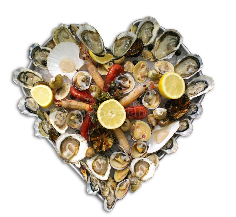 Plateau en forme de coeur de fruits de mer illustration de vecteur