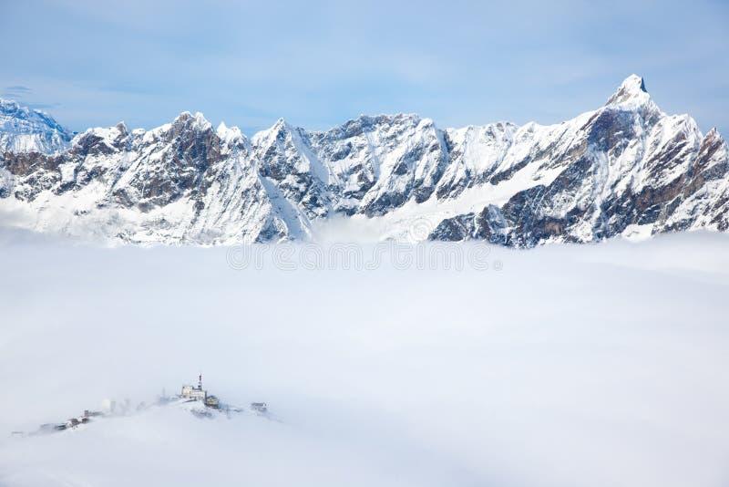 Plateau Rosa w Cervinia: wysoki skiable skłon w Włochy (34 zdjęcie royalty free