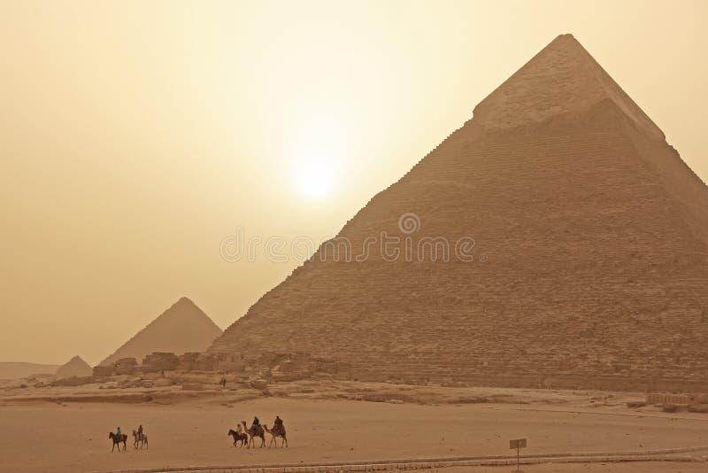 Plateau in una tempesta di sabbia, Il Cairo di Giza fotografia stock