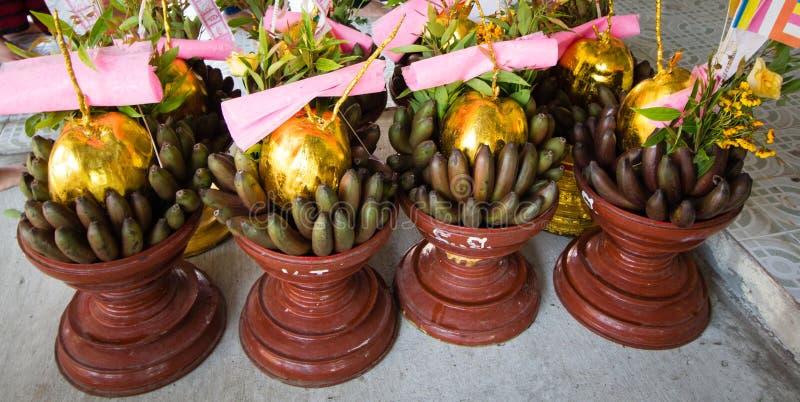Plateaux de offre sacrificatoires à Yangon photos stock