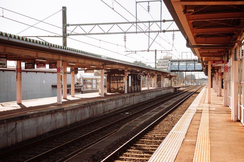 Plateforme de la gare JR de Japan Kakunodate vide images libres de droits
