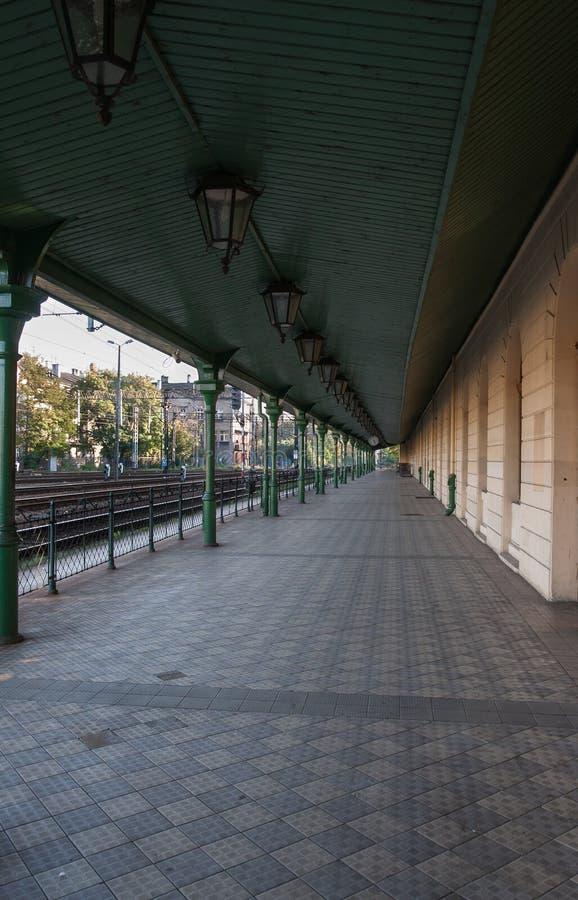 Platform bij station stock foto's