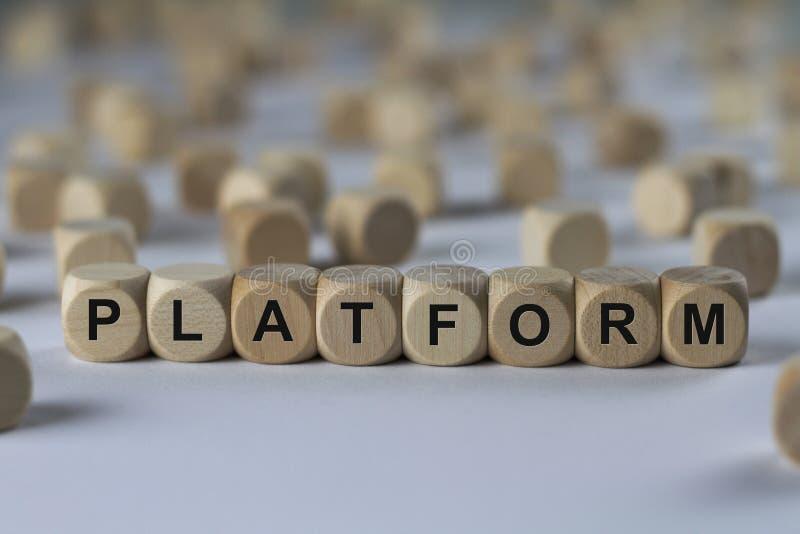 Platform - kubus met brieven, teken met houten kubussen stock fotografie