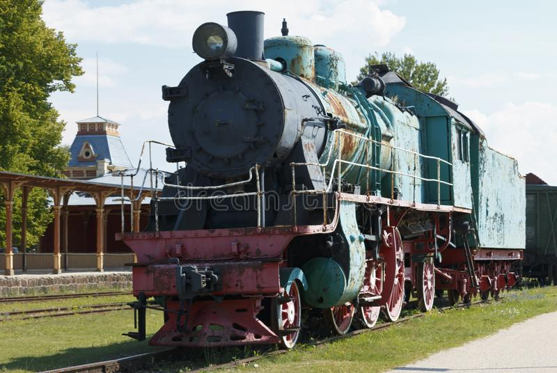 Platform van oud uitstekend station in Haapsalu royalty-vrije stock afbeelding